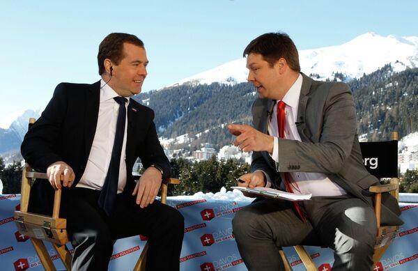 El primer ministro de Rusia Dmitri Medvédev en una entrevista con la televisión Bloomberg - Sputnik Mundo