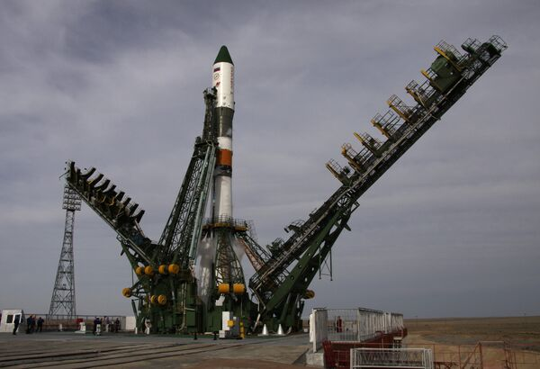 Сohete Soyuz-U con el carguero espacial Progress-M10M (archivo) - Sputnik Mundo
