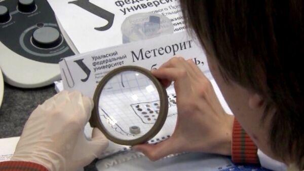 Científicos muestran fragmentos del bólido de Cheliábinsk - Sputnik Mundo