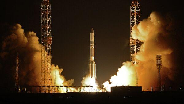 Cohete impulsor ruso Proton-M con la unidad de aceleración Briz-M - Sputnik Mundo