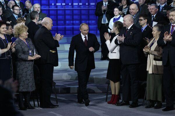 Vladímir Putin en la conferencia del Frente Popular de Rusia - Sputnik Mundo
