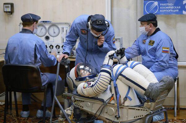 """Tripulantes de la nave Soyuz TMA-08M que llegó a la ISS según """"el modo rápido"""" - Sputnik Mundo"""