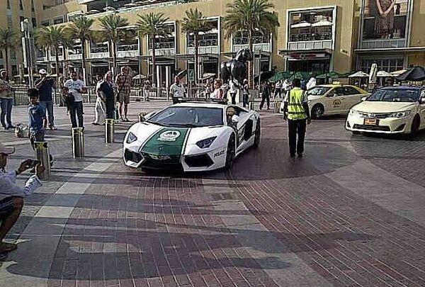 Lamborghini de la policía de Dubai - Sputnik Mundo