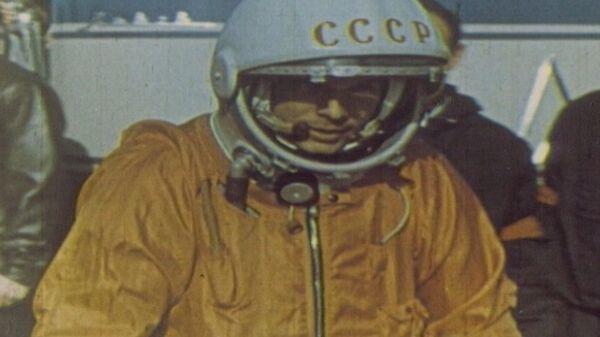 Yuri Gagarin realiza el primer vuelo espacial tripulado. Vídeo de archivo - Sputnik Mundo