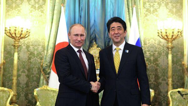Vladímir Putin, presidente de Rusia, y Shinzo Abe, primer ministro de Japón - Sputnik Mundo