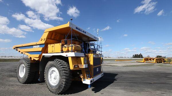 Ingenieros de Rusia y Bielorrusia crean el primer camión volquete robotizado - Sputnik Mundo