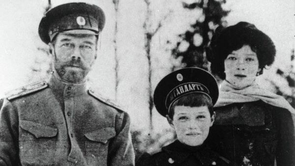 Nicolás II con sus hijos Alexéi y María - Sputnik Mundo