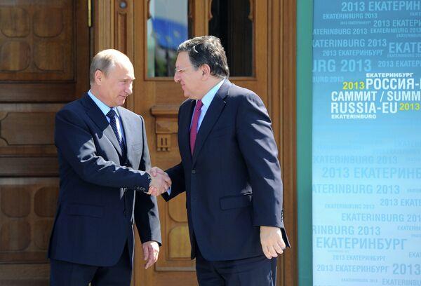 Vladímir Putin y José Manuel Barroso en Ekaterimburgo - Sputnik Mundo