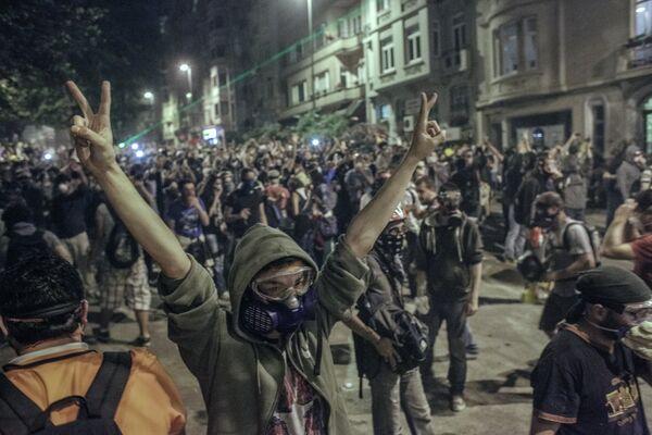 El Gobierno turco amenaza con recurrir al Ejército para reprimir las protestas - Sputnik Mundo