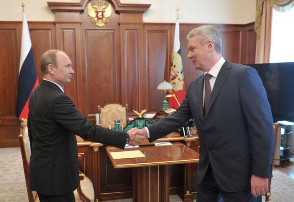 El presidente de Rusia, Vladímir Putin y al alcalde de Moscú, Serguéi Sobianin - Sputnik Mundo
