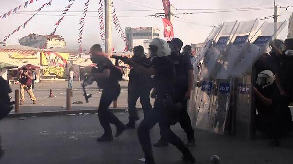 Policía dispersa con balas de goma a manifestantes en Estambul - Sputnik Mundo