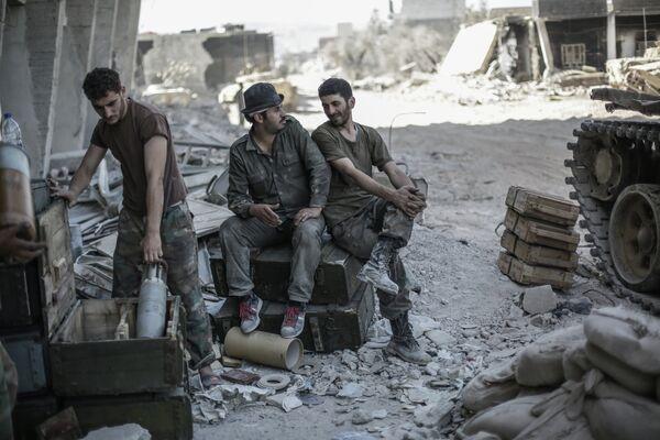 Más de 8.000 militares sirios dispuestos a convertirse en kamikazes en caso de intervención - Sputnik Mundo