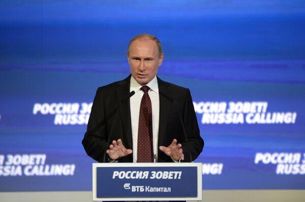 El presidente ruso Vladimir Putin en un foro de inversores - Sputnik Mundo