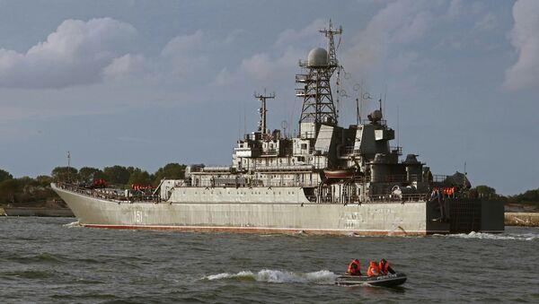 Buque de desembarco ruso Azov - Sputnik Mundo