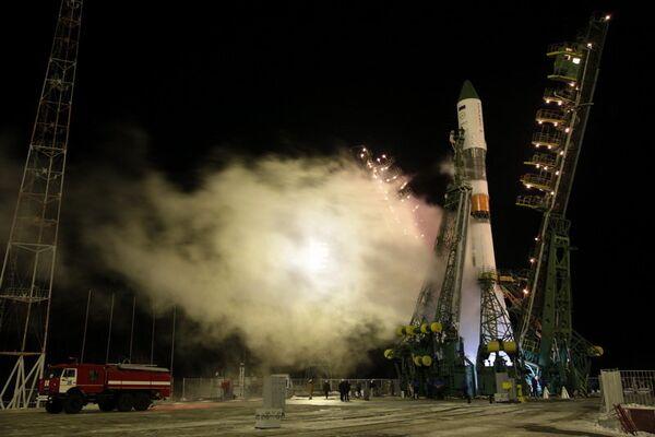 Nanosatélite peruano y peces dorados parten a la ISS en la nave rusa Progress - Sputnik Mundo