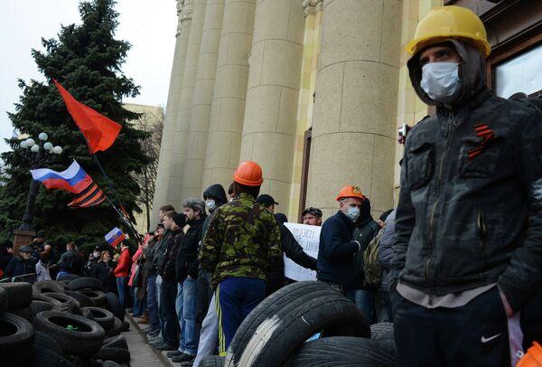 Manifestantes en Járkov - Sputnik Mundo
