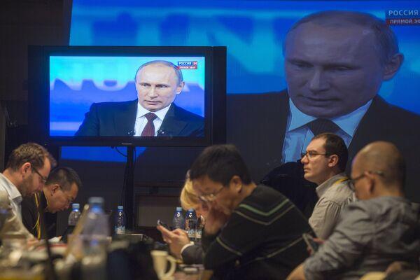 """La """"línea directa"""" con Putin duró 3 horas y 55 minutos - Sputnik Mundo"""