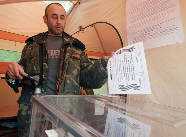 Moscú destaca alta participación en los referendos en el sureste de Ucrania - Sputnik Mundo