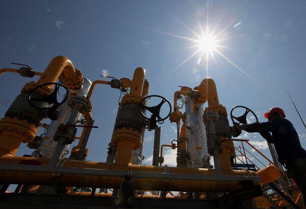 Rusa corta el gas a Ucrania e insiste en cobrar la deuda - Sputnik Mundo