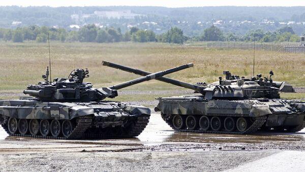 Танк Т-90 на территории полигона в Раменском - Sputnik Mundo