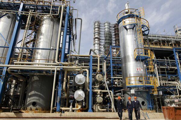 Rusia e Irán amplían la cooperación en materia de hidrocarburos - Sputnik Mundo