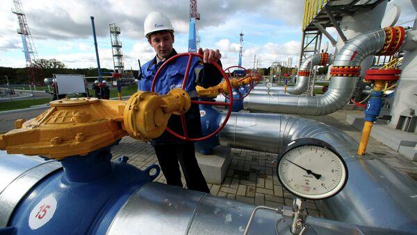 La UE insiste en que los suministros de reverso del gas ruso a Ucrania son legales - Sputnik Mundo