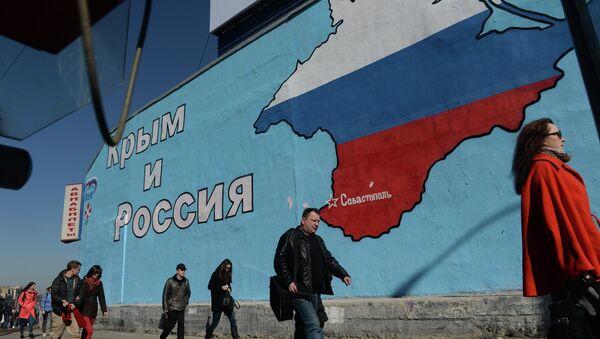 El grafiti sobre el retorno de Crimea a Rusia - Sputnik Mundo