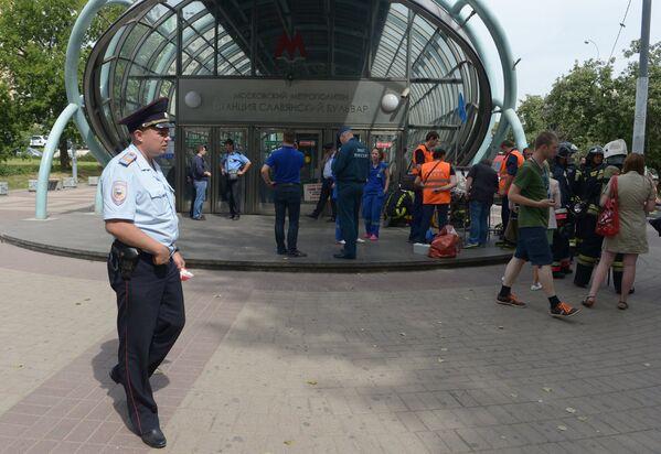 Evacuación de los heridos en el accidente en el metro de Moscú - Sputnik Mundo