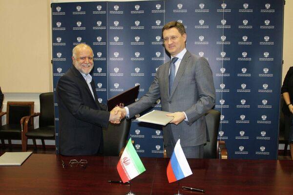 Ministro de Petróleo iraquí, Bijan Zangene y ministro de Energía de Rusia, Alexander Novak - Sputnik Mundo