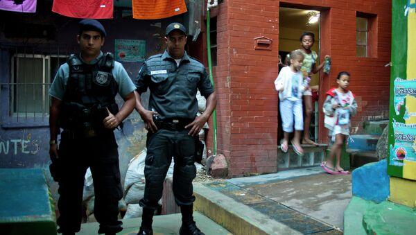 Policías en una favela de Río de Janeiro - Sputnik Mundo