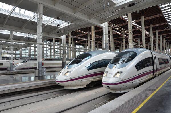 El verano impulsa el uso del tren en España - Sputnik Mundo