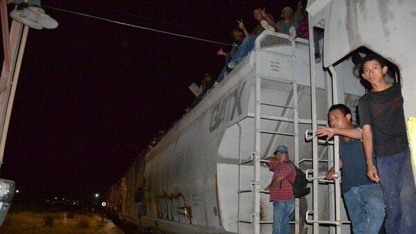 México endurece operativo de seguridad para frenar migración hacia EEUU, denuncia ONG - Sputnik Mundo