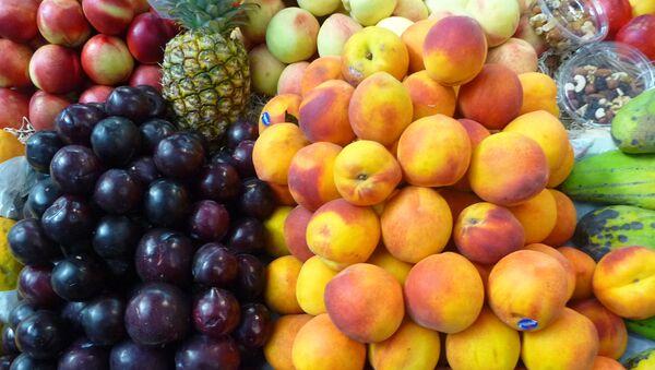Brasil suspende sus importaciones de fruta de Argentina debido a las plagas - Sputnik Mundo