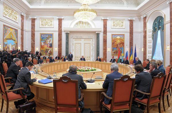 Experto español comenta la cumbre de Minsk - Sputnik Mundo