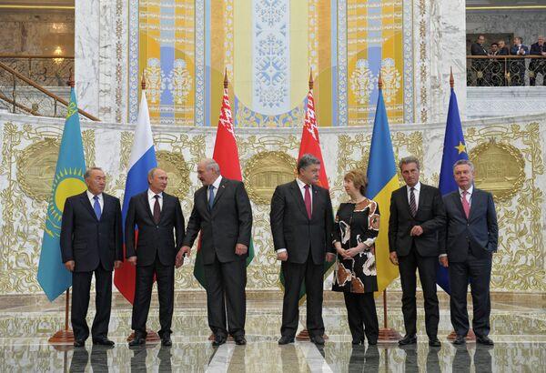 La homologación a las normativas de la UE costará muy caro a Ucrania - Sputnik Mundo
