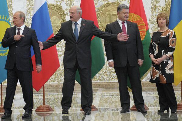 Vladímir Putin, Alexander Lukashenko, Petró Poroshenko y Catherine Ashton en Minsk - Sputnik Mundo