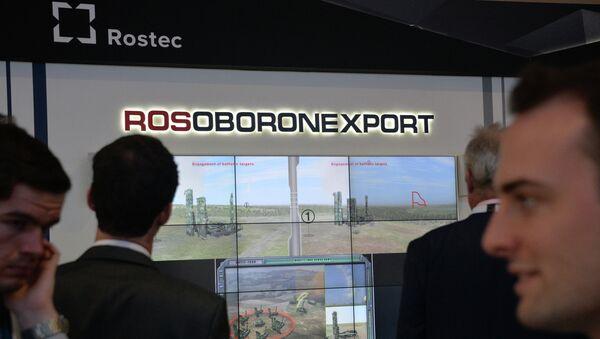 Logo de Rosoboronexport en una exposición militar (archivo) - Sputnik Mundo