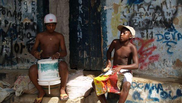En Brasil los jóvenes negros tienen 2,5 veces más posibilidades de morir asesinados - Sputnik Mundo