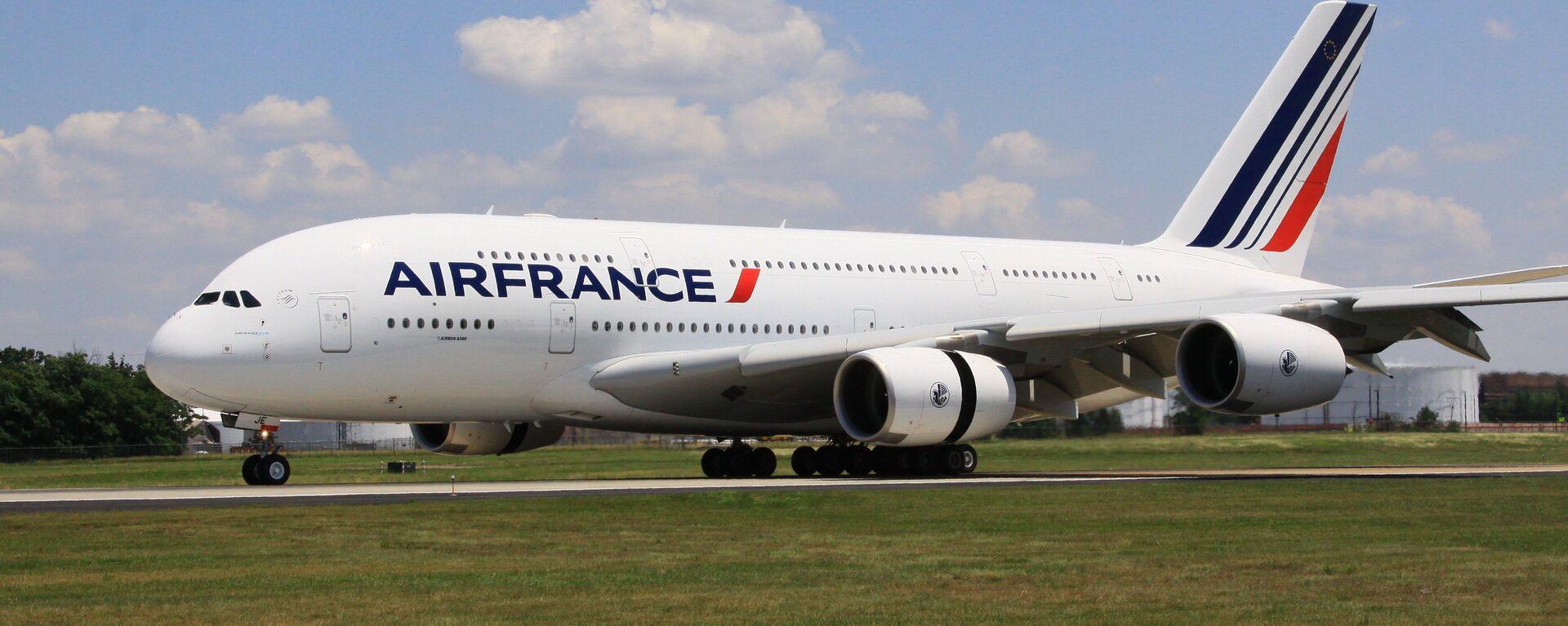 Самолет Airbus 380 (A380, авиакомпания Air France) впервые приземлился в аэропорту имени Даллеса в Вашингтоне, 6 июня 2011 года. - Sputnik Mundo, 1920, 01.10.2017