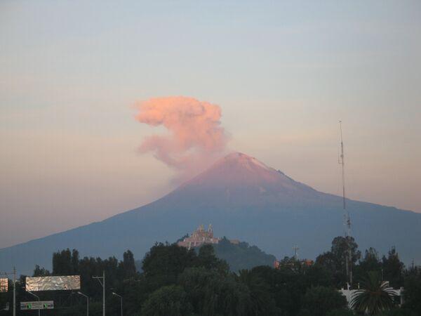 Volcán Popocatépetl - Sputnik Mundo