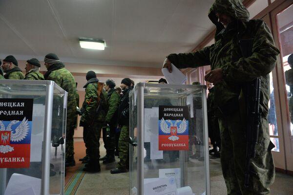 EEUU amenaza con más aislamiento a Rusia si reconoce las elecciones en Donbás - Sputnik Mundo