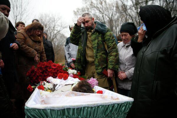 Senador ruso amenaza con llevar a criminales de guerra ucranianos al tribunal de La Haya - Sputnik Mundo