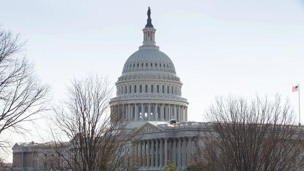 Здание Конгресса США на Капитолийском холме в Вашингтоне - Sputnik Mundo