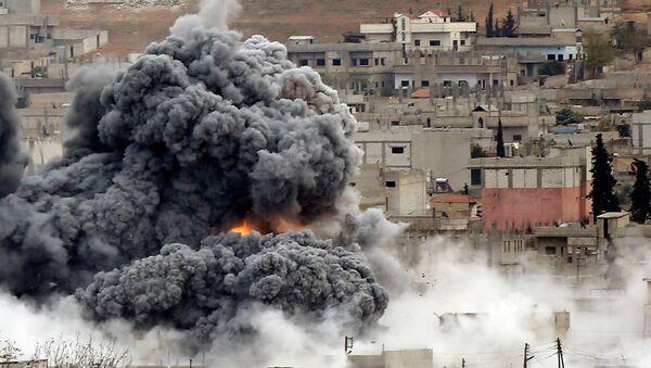 Explosión tras un ataque aéreo en Siria (Archivo) - Sputnik Mundo