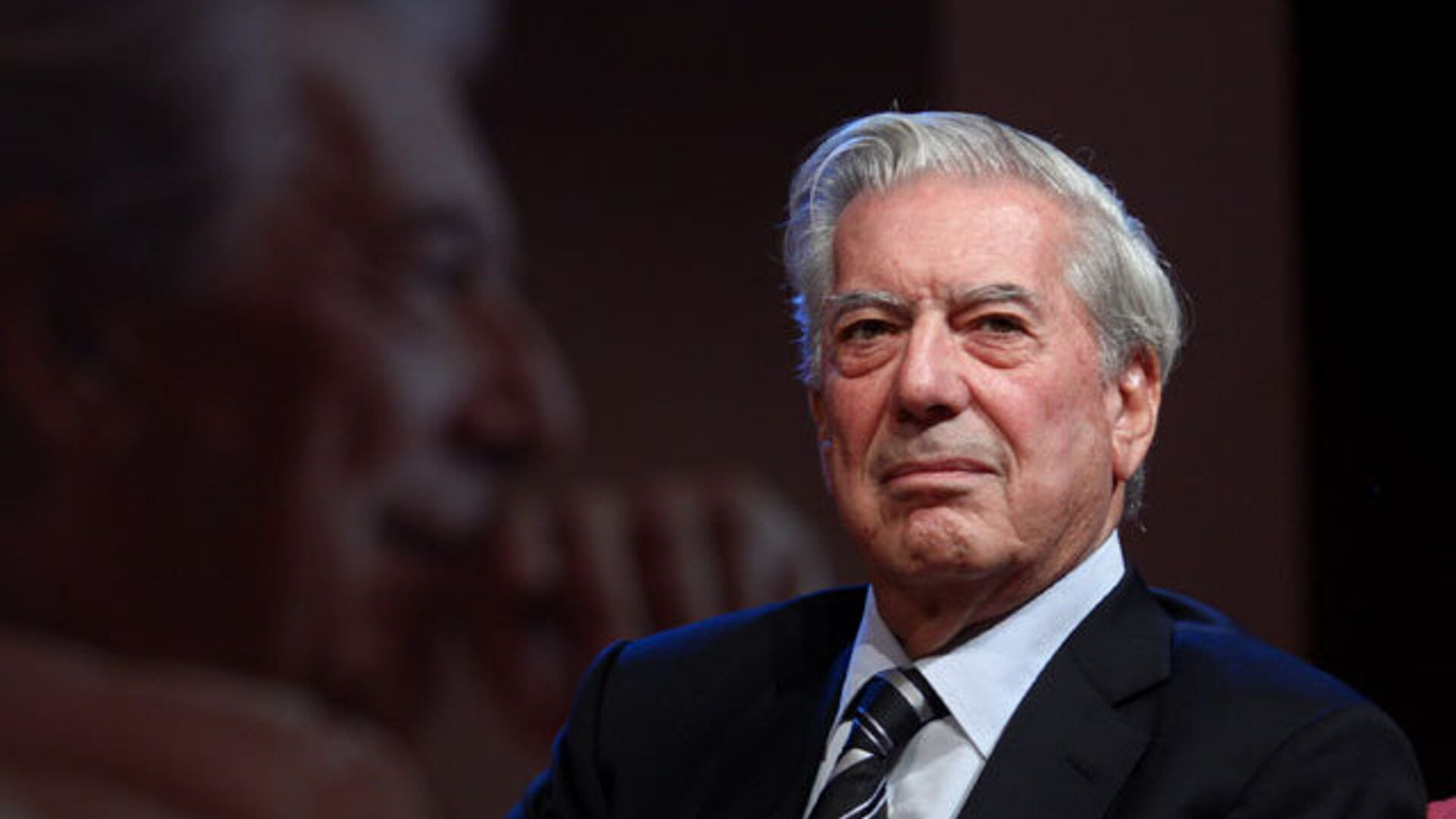 Mario Vargas Llosa durante una rueda de prensa en el Instituto Cervantes de Nueva York - Sputnik Mundo, 1920, 28.09.2021