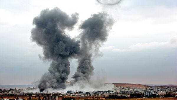 Bombardeos aéreos de la coalición liderada por EEUU en Siria (archivo) - Sputnik Mundo